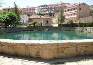 SIERRA DE ALBARRACÍN. Encuentro literario en Albarracín, dirigido por Antón Castro