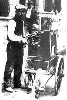 Organilleros callejeros a principios del siglo XX